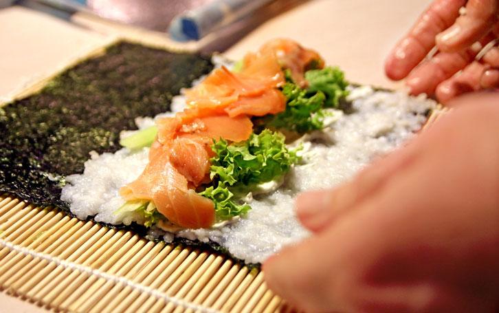 Tips Membuat Sushi dengan Cuka Beras